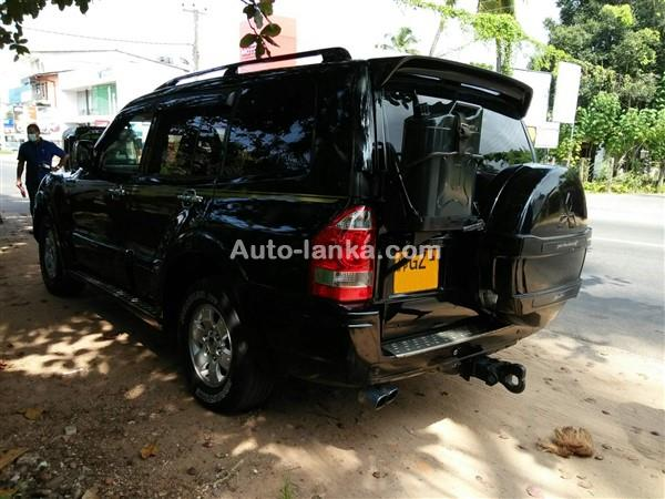 Mitsubishi Montero V6 2002 Jeeps For Sale in SriLanka