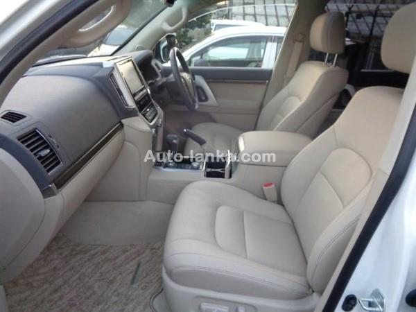 Toyota Land cruiser  V8 200 2016 Jeeps For Sale in SriLanka