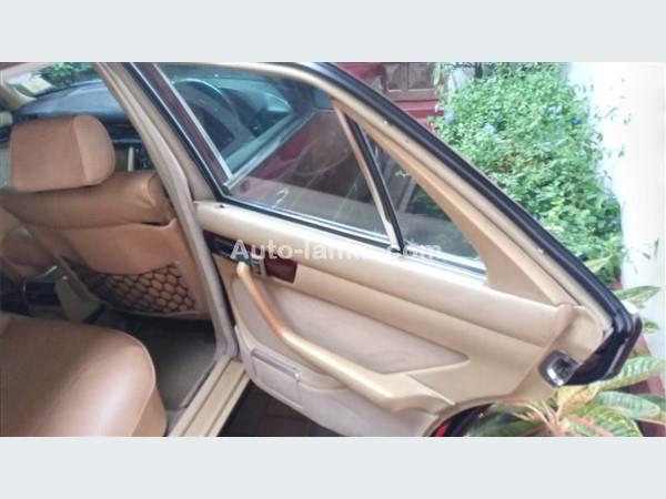 Mercedes-Benz W126 1984 Cars For Sale in SriLanka