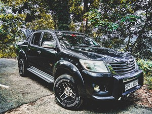 Toyota Hilux 2014 For Rent